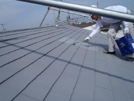 千葉県松戸市S様邸の外壁塗装と屋根塗装工程:上塗り2回目 (ガイナ)