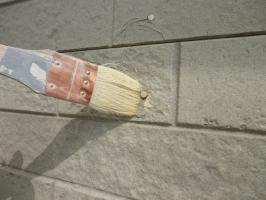 茨城県守谷市I様邸の外壁塗装と屋根塗装工程:釘頭の処理(プライマー塗布)