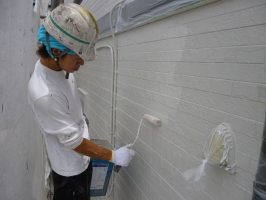 茨城県守谷市I様邸の外壁塗装と屋根塗装工程:中塗り2回目(水性ゾラコートEX中塗)