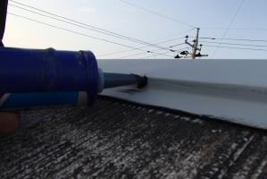 千葉県野田市K様邸の外壁塗装と屋根塗装工程:釘頭にもコーキング剤工事