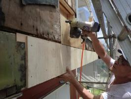 千葉県印西市H様邸の外壁塗装と屋根塗装工程:勝手口廻り