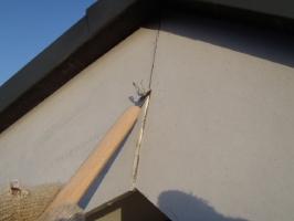 千葉県野田市K様邸の外壁塗装と屋根塗装工程:コーキング打ち替え(Vカット工法)