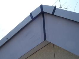 千葉県野田市K様邸の外壁塗装と屋根塗装工程:コーキング打ち替え(ならし)