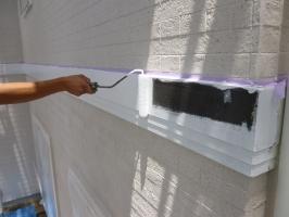 茨城県守谷市I様邸の外壁塗装と屋根塗装工程:下塗り(ファインプライマーⅡ)