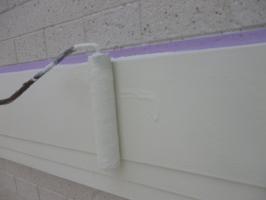 茨城県守谷市I様邸の外壁塗装と屋根塗装工程:上塗り2回目(ファインシリコンフレッシュ)