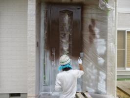 茨城県守谷市I様邸の外壁塗装と屋根塗装工程:上塗り1回目(ファインシリコンフレッシュ)