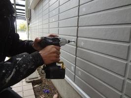 千葉県柏市N様邸の外壁塗装と屋根塗装工程:パネルの反りの直し