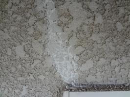 千葉県柏市N様邸の外壁塗装と屋根塗装工程:ヒビ割れや釘頭の処理