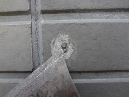 千葉県柏市N様邸の外壁塗装と屋根塗装工程:釘周り劣化部分のパテ補修