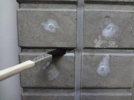 千葉県柏市N様邸の外壁塗装と屋根塗装工程:浸透性強化シーラー塗布