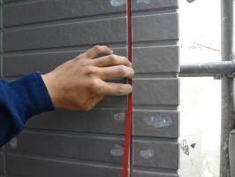 千葉県柏市N様邸の外壁塗装と屋根塗装工程:3面接着防止のボンドブレーカーテープ