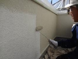 千葉県柏市N様邸の外壁塗装と屋根塗装工程:上塗り1回目(弾性クリーンマイルドウレタン)