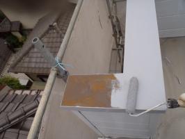 千葉県柏市O様邸の外壁塗装と屋根塗装工程:下塗り(防錆プライマー)