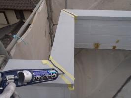 千葉県柏市O様邸の外壁塗装と屋根塗装工程:コーキング(打ち込み)