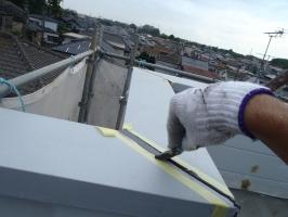 千葉県柏市O様邸の外壁塗装と屋根塗装工程:コーキング(ならし)