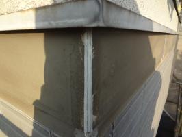 千葉県柏市N様邸の外壁塗装と屋根塗装工程:コーキング打ち替え(ならし)