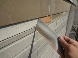 千葉県柏市N様邸の外壁塗装と屋根塗装工程:劣化塗膜の除去(テープ剥離)