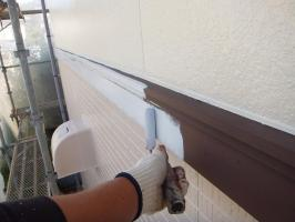茨城県つくばみらい市N様邸の外壁塗装と屋根塗装工程:下塗り(ハイポンファインプライマーⅡ)