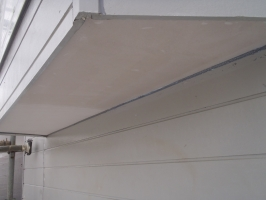 千葉県柏市O様邸の外壁塗装と屋根塗装工程:下塗り(強化性浸透シーラー)