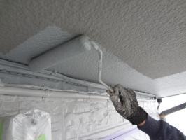 千葉県我孫子市H様邸の外壁塗装と屋根塗装工程:上塗り1回目(ケンエースGⅡ)