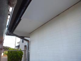茨城県つくばみらい市N様邸の外壁塗装と屋根塗装工程:上塗り1回目(ケンエースGⅡ)