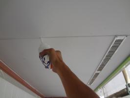 千葉県松戸市O様邸の外壁塗装と屋根塗装工程:ジョイント部分のコーキング処理