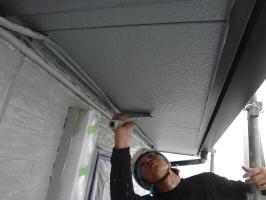 千葉県我孫子市H様邸の外壁塗装と屋根塗装工程:上塗り2回目(ケンエースGⅡ)