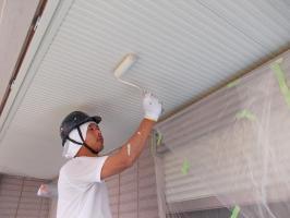 千葉県柏市N様邸の外壁塗装と屋根塗装工程:上塗り2回目(ファインシリコンフレッシュ)