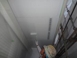 千葉県松戸市O様邸の外壁塗装と屋根塗装工程:上塗り2回塗り(ケンエースGⅡ)