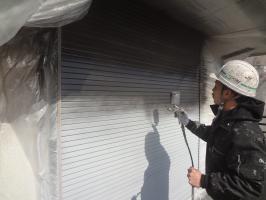 千葉県柏市O様邸の外壁塗装と屋根塗装工程:上塗り1回目(クリーンマイルドシリコン)