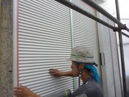 千葉県柏市K様邸の外壁塗装と屋根塗装工程:下処理(不純物除去、密着向上)