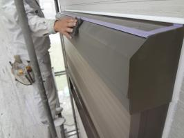 千葉県松戸市S様邸の外壁塗装と屋根塗装工程:シャッターボックス下処理