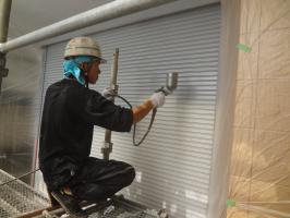 千葉県松戸市O様邸の外壁塗装と屋根塗装工程:下塗り(防錆プライマー)