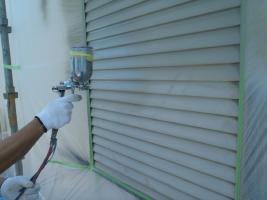 千葉県白井市I様邸の外壁塗装と屋根塗装工程:下塗り(防錆プライマー)