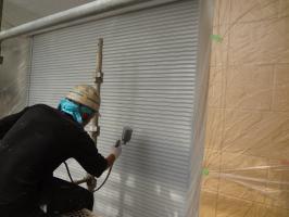 千葉県松戸市O様邸の外壁塗装と屋根塗装工程:上塗り1回目(1液ファインシリコンセラUV)