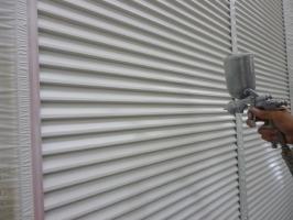 千葉県柏市K様邸の外壁塗装と屋根塗装工程:上塗り1回目(クリーンマイルドシリコン)