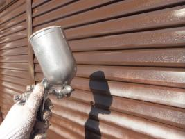 千葉県船橋市U様邸の外壁塗装と屋根塗装工程:上塗り2回目(クリーンマイルドウレタン)