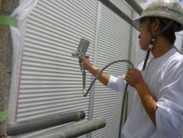 千葉県柏市K様邸の外壁塗装と屋根塗装工程:上塗り2回目(クリーンマイルドシリコン)