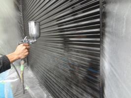 千葉県我孫子市H様邸の外壁塗装と屋根塗装工程:上塗り1回目(1液ファインシリコンセラUV)