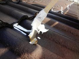 茨城県龍ヶ崎市K様邸の外壁塗装と屋根塗装工程:雪止めの下塗り(防錆プライマー)