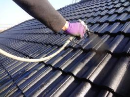 茨城県龍ヶ崎市K様邸の外壁塗装と屋根塗装工程:上塗り2回目(SUN瓦Sトップ)