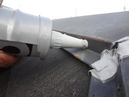 千葉県柏市N様邸の外壁塗装と屋根塗装工程:釘頭にもコーキング剤工事