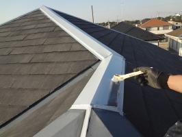 千葉県柏市N様邸の外壁塗装と屋根塗装工程:板金部の下塗り