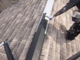 千葉県柏市M様邸の外壁塗装と屋根塗装工程:板金部の下塗り