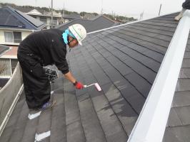 千葉県柏市N様邸の外壁塗装と屋根塗装工程:下塗り(浸透性下地強化シーラー)1~2回塗り