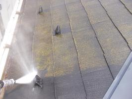千葉県柏市N様邸の外壁塗装と屋根塗装工程:屋根の高圧洗浄