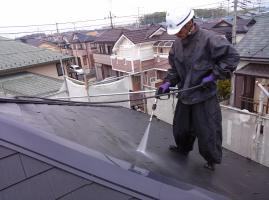 千葉県柏市I様邸の外壁塗装と屋根塗装工程:高圧洗浄