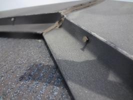 千葉県松戸市S様邸の外壁塗装と屋根塗装工程:棟包みの釘の打ち込み