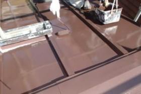 千葉県松戸市A様邸の屋根塗装工程の上塗り2回目(ファインシリコンフレッシュ)
