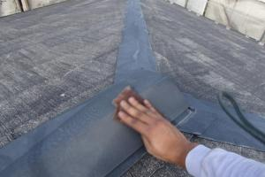 千葉県成田市M様邸の外壁塗装と屋根塗装工程:板金部のケレン